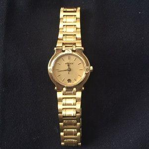 Authentic Vintage Gucci 9200L Watch